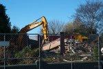 maszyny pracujące podczas rozbiórki